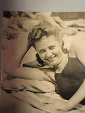 ANTIQUE BEACH AMERICAN BEAUTY FLAPPER ERA CURLS HAIRDO RIBBON HAIR OLD FUN PHOTO