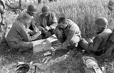 WW2 Photo WWII  10th Mountain Division Soldiers Rations  Italy 1944  / 1406