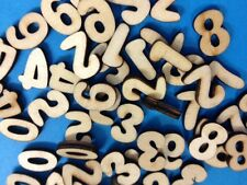 50 SMALL NATURAL WOODEN 0-9 NUMBERS CARD MAKING CRAFT EMBELLISHMENTS