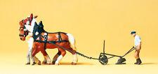 Preiser 30431 H0 Bauer mit Pflug, zwei Pferde