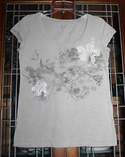 Small/S Ann Taylor LOFT Embellished Grey Scoop Neck Tee Shirt w/Flowers & Lace