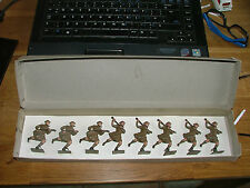 VINTAGE BRITAINS PRE WW1 CAMERON HIGHLANDERS ORIGINAL BOX AND STRUNG MINT