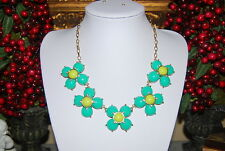 STONY LARGE BOLD GREEN ACRYLIC BEADS MOUNTED ON GOLD TONED METAL CHAIN NECKLACE