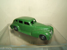 Vintage Dinky modèle n ° 39e chrysler royal sedan