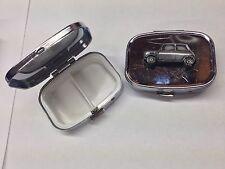Ciudad Mini ref152 Coche Efecto de estaño emblema en un metal plateado caja de la píldora