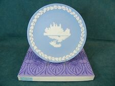 Wedgwood Jasperware 1973 Christmas Plate Tower of London with Box