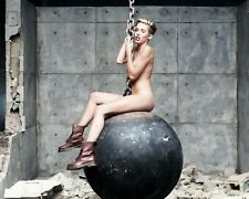 Miley Cyrus Wrecking Ball 10x8 Foto