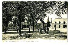 CPA - LOIR ET CHER ( 41 ) - Cour Cheverny - La place de la Mairie (015)
