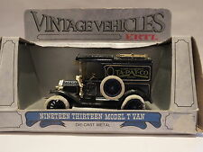 1/43 - ERTL VINTAGE VEHICLES - 1913 Ford Model T Van - Ta Pat Co