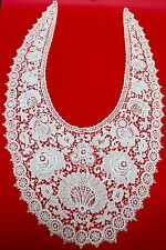 Una exquisita antigua victoriana Antique Victorian Bordar Encaje Bertha o collar de novia C.1890