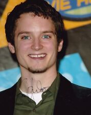 """ELIJAH WOOD AUTOGRAPH SIGNED 10"""" X 8 """" PHOTO (LORD OF THE RINGS & FLIPPER )"""
