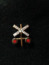 OPERATION LIFE SAVER LAPEL/HAT PIN RAILROAD CROSSING SIGN
