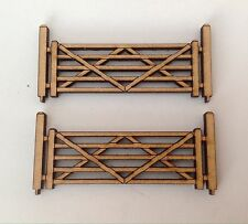 2 X 5 Bar Gate With Posts Model Train OO Gauge Accessory Free Standing