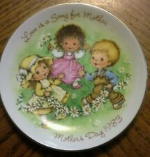 Mother's Day 1983 Avon Mini Plate Love is a Song for Mother Trim in 22K Gold