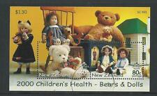 NEW ZEALAND 2000 BEARS AND DOLLS MINIATURE SHEET FINE USED