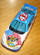 2376 - Garfield and Richard Petty #43 (Porcelain) Dodge FANTASY Race CAR