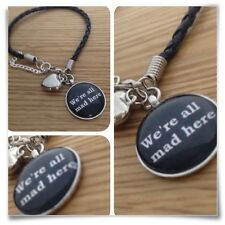 Alice In Wonderland We're All Mad aquí Mad Hatter encanto pulsera