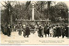 PARIS. pendant le bombardement avril 1918. les chevaux de bois . manège.