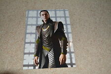TOM HIDDLESTON   signed Autogramm 20x28 cm In Person THOR , AVENGERS , LOKI