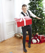 Michael Buble UNSIGNED photo - D1196 - With Chritmas presents!!!
