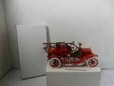 1/32 SCALE FRANKLIN MINT 1916 FORD MODEL T FIRE ENGINE W/ STAND