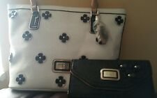 GUESS LOGO PURSE WHITES WITH WALLET 100% AUTHENTIC  NICE & CHEAP!!!