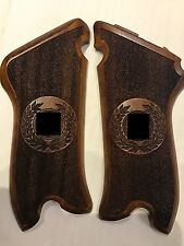 LUGER P 08 -GRIPS-GRIP-SET-WALNUT WOOD -CHECKERED FACTORY SET