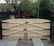 WOODEN DRIVEWAY GATES 5FT HIGH 8FT WIDE FREE HEAVY DUTY T HINGES & LOCK