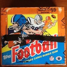 1985 TOPPS FOOTBALL CELLO BOX WITH 24 UNOPEN PACKS AUTH AND WRAPPED BY THE BBCE