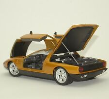 Guiloy Klassiker Mercedes - Benz  C111 Sportwagen in gold lackiert, 1:18, W006