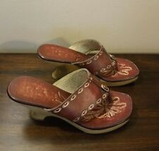 Fioni Brick Red Embossed Leather Thong Wood Heel Slides Clogs Shoes Size 9