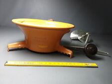 Ancien moulin à légumes plastique orange vintage 3 grilles type mouli julienne