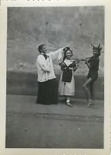 PHOTO ANCIENNE - VINTAGE SNAPSHOT -ENFANT DÉGUISEMENT THÉÂTRE DIABLE DRÔLE-DEVIL
