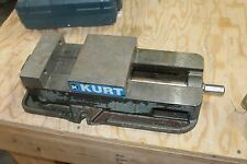KURT D675-82739 MACHINE SHOP VISE NICE