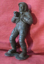 MARX Vintage Astronaut Action Figure Rare Gray Plastic Gun in hand on Base 5.5""