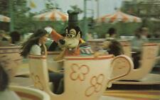 Vintage DISNEY WORLD POSTCARD Goofy Goes for a Spin Mad Tea Party 19027