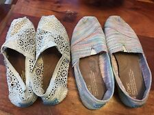 2 Pairs Of TOMS women shoes size W 6 classic flats slip on (BB)