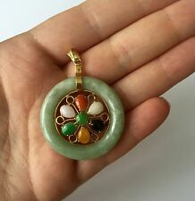 N.A. 14K GOLD 1960'S NEPHRITE & MULTI-COLORED JADE FLOWER PENDANT CIRCLE DONUT
