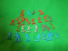 tiny plastic toy solders - 24 and 2 without base