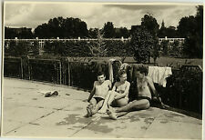 PHOTO ANCIENNE - VINTAGE SNAPSHOT - GROUPE TRIO PISCINE MAILLOT DE BAIN MODE 1