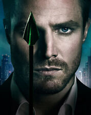 Stephen Amell UNSIGNED photo - F280 - Arrow