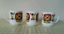 Vintage retro 70s french Arcopal Mobil milk glass mugs