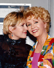 ACTRESS DEBBIE REYNOLDS & DAUGHTER CARRIE FISHER - 8X10 PUBLICITY PHOTO (DA-568)