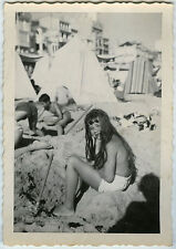 PHOTO ANCIENNE - FILLE PLAGE CHEVEUX LONGS JEU - CHILD BEACH - Vintage Snapshot
