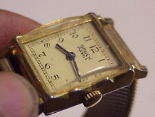 Vintage Gruen 17 Jewel Gold Color Mens Wristwatch with Band parts repair Z