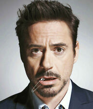 Robert Downey Jr. UNSIGNED photo - D716 - HANDSOME!!!!!
