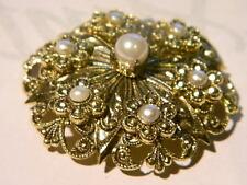 +++ Wunderschöne Brosche mit 6 kleinen Blüten Perlen und 1 großen Perle +++