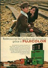 """Publicité Ancienne """" Pellicules Photo FUJICOLOR 1970 (  P. 31 )"""