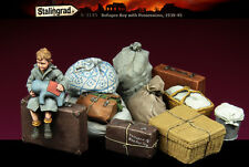 STALINGRAD MINIATURES,1:35, Refugee Boy with Possessions, S-3145