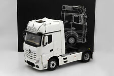Mercedes-Benz Actros 2 Gigaspace 4x2  FH 25 camion blanc 2016 1:18 NZG
